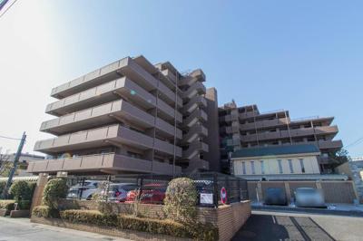 鉄筋コンクリート造8階建てのマンションです。