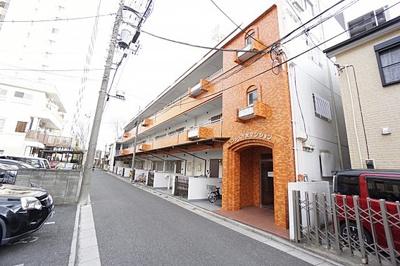 京浜東北線・高崎線・宇都宮線「さいたま新都心」駅より徒歩約10分の立地です。