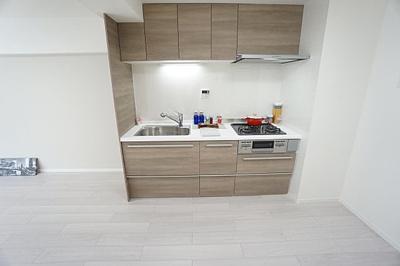 壁付式のキッチンは直線的で作業がしやすいですね。