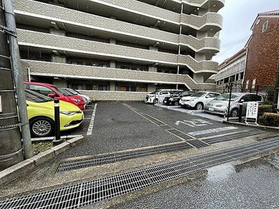 駐車場の最新の空き状況については、お問い合わせ下さい。
