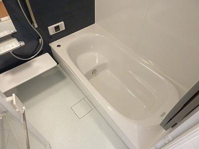 浴室は足を伸ばしてゆったりと湯船に浸かる広さです。