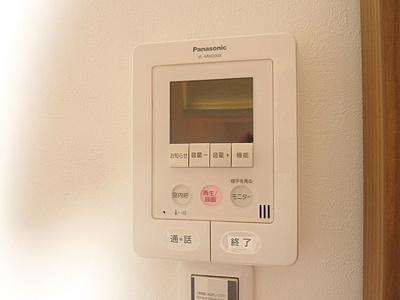 室内から来客を確認できるTVモニタ付インターホンです。