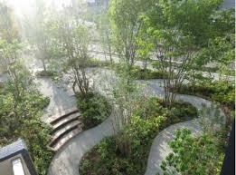 マンション敷地内には、2000平米超えの緑豊かな庭園がございます。