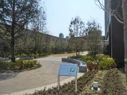 マンション周辺には、緑がたくさん植えられており、四季折々で自然を楽しめますね♪