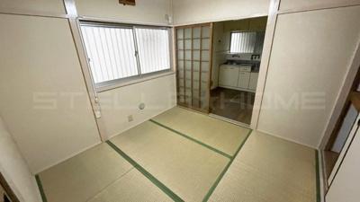 キッチン隣の和室です。
