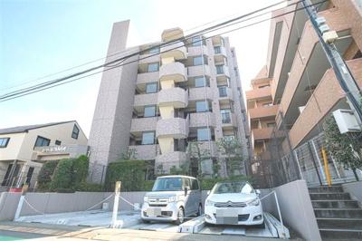 総戸数16戸、鉄筋コンクリート造6階建です。