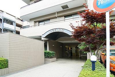総戸数20戸、鉄筋コンクリート造の地上6階建マンション。