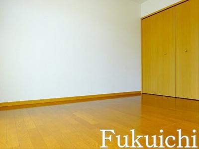 【寝室】コリーヌ八雲 四番館