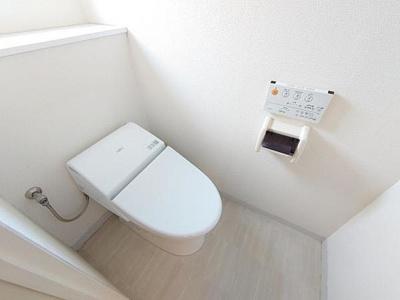 現代の必需品、シャワー機能付きのトイレ。