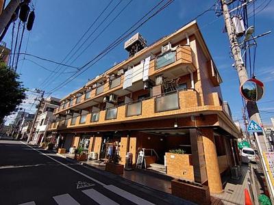 東武東上線「大山」駅から徒歩約4分の場所です。