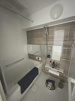 一日の疲れをすっきり癒すゆとりある浴室です。