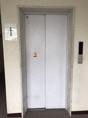 エレベーター付きでマンション内移動もラクラク可能です。