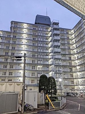 北区日進町1丁目にあります11階建てマンションです。