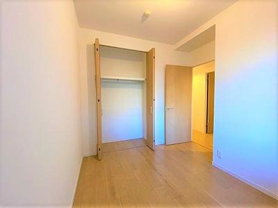 全居室に便利な収納が備わっております。