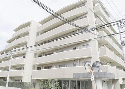鉄筋コンクリート造6階建て、総戸数35戸のマンションです。