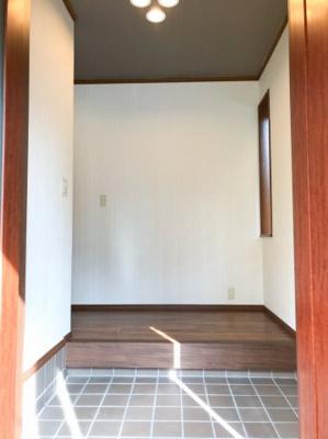 玄関スペースも広くとってあり、シューズボックスはもちろん、ベビーカーなども置けますよ♪