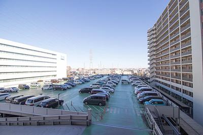 駐車場は1住戸1台確保、遠方のお出かけに嬉しいですね。