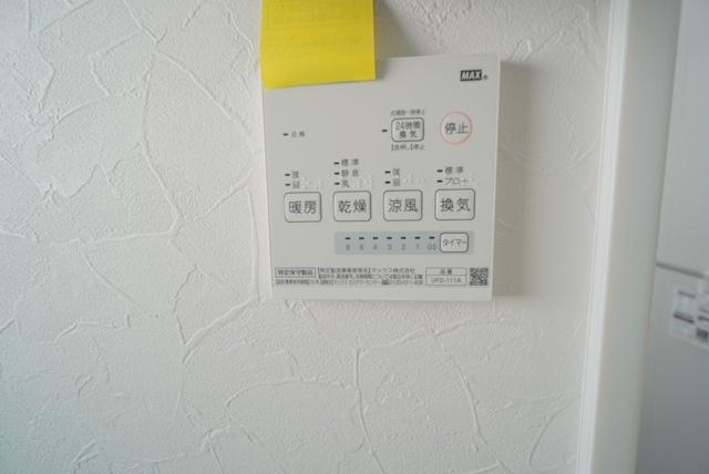浴室暖房換気乾燥機付きです。