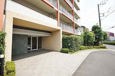 鉄筋コンクリート造11階建て、総戸数37戸のマンションです。