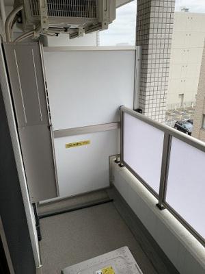 7.3帖のお部屋から繋がるバルコニーです!お洗濯物を干したり、気分転換をするにも最適です☆