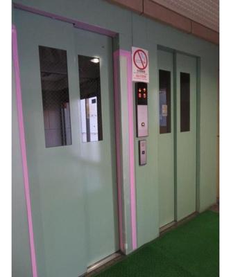 エレベーターがあり、上層階への移動やお荷物の多いときにも便利ですね。