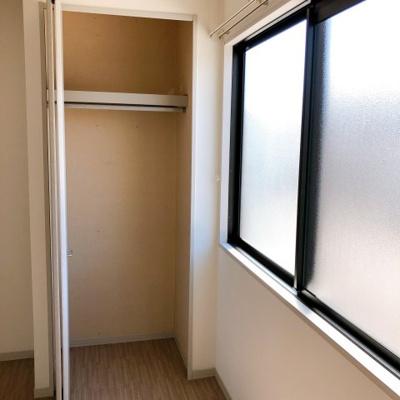 洋室の収納スペースです
