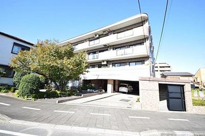 日神パレステージ浦和駒場公園、4階建ての3階部分のご紹介です。