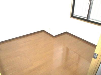 床もクリーニングされ、光沢が出ています。