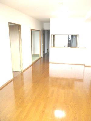 長方形のリビング。家具のレイアウトがしやすいです。