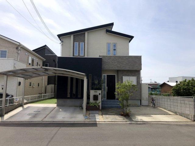 平成28年築の築浅のお家です。間取りは5SLDKになります。