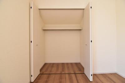 約6.5帖の洋室の収納。全居室収納完備。