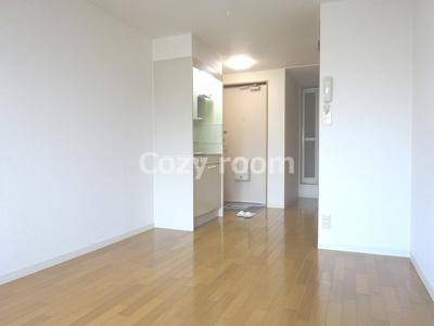 居間8.5帖と広いです
