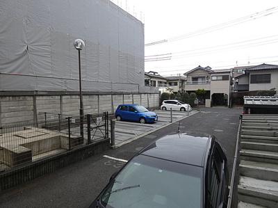 お車移動の方にも嬉しい駐車場も完備しております。空き状況はお問い合わせ下さい。