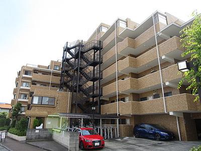 7階建て、総戸数54戸のコミュニティです。
