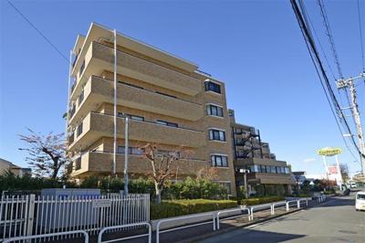 大規模修繕工事済、総戸数54戸のマンションです。