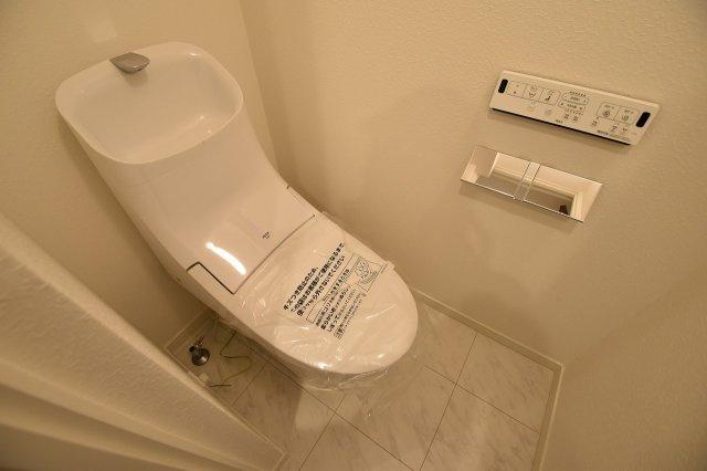 毎日使う場所なので快適に! 掃除しやすい溝が少ない便器や暖房便座など機能性も充実!