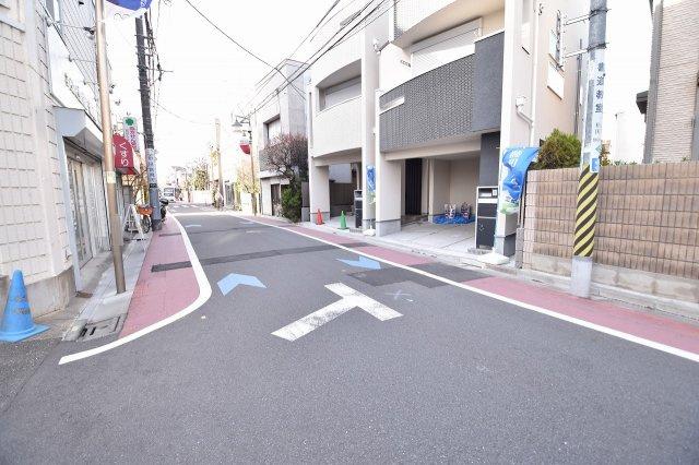 西荻窪駅から解りやすい1本道です。