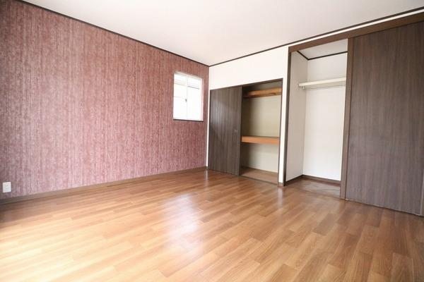 2階8帖の洋室♪