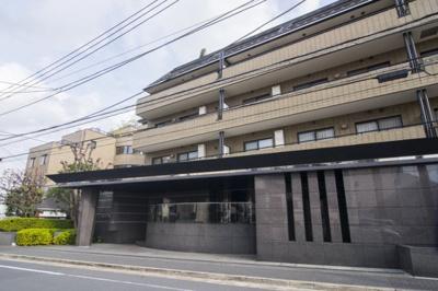 京王線「幡ヶ谷」駅徒歩約9分と便利な立地のマンションです。
