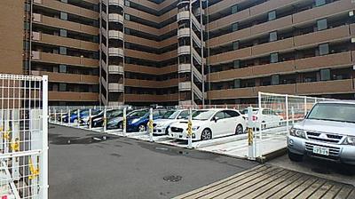 駐車場もございますので、お車所有の方も困りませんね。
