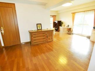 LDKは約28帖あり、お好きな家具のレイアウトで様々な見え方のリビングを楽しむことができます。