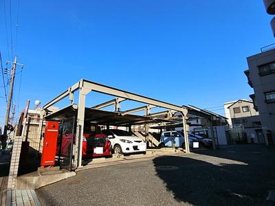 専用使用権付の屋根付駐車場がございます。