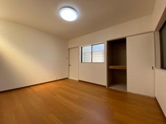 2階洋室7.1帖です♪大きな収納も有り、室内を有効に使用していただけます(^^)ぜひ現地をご覧ください!!いつでもご案内させて頂きます♪