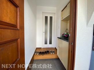 スッキリとした玄関です♪シューズBOXも有り、たくさんの靴も散らかることなく収納していただけます!!