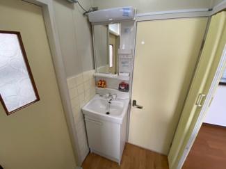 新品の洗面化粧台です♪朝の身支度もこちらでゆっくりと出来ますね(^^)