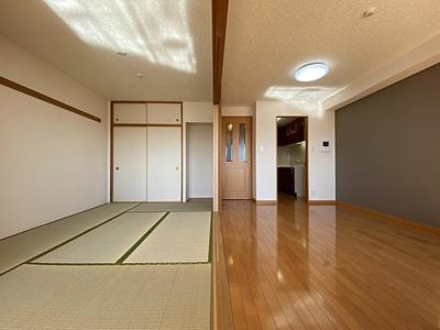 LDKと和室は広々約22帖の続き間としてもご利用可能。