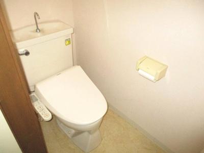 洗浄機能付き温水便座になります。