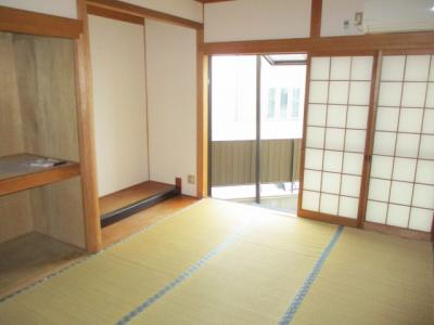 1階和室には、縁側スペースがございます。