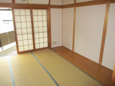 板間もあり、タンスを置いても畳に影響ございません。