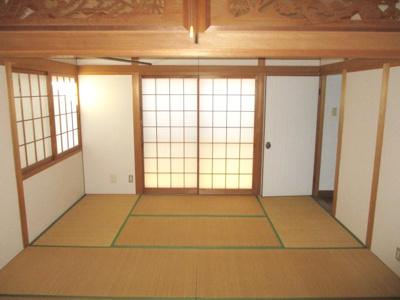 欄間がおしゃれな2階和室